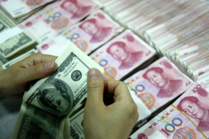 Народный банк Китая укрепил курс юаня к доллару